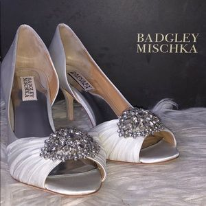 BRAND NEW Badgley Mischka White Satin Heels 8